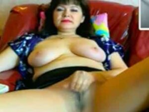Mature Cam Model Rubs Her Pussy In Pantyhose